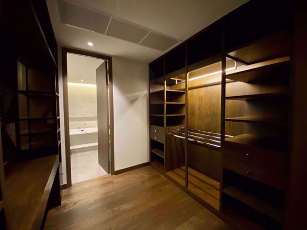 Picture of 3 bed Condo in Supreme Legend Chongnonsi Sub District C012211