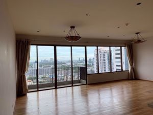 Picture of 3 bed Condo in The Emporio Place Khlongtan Sub District C013233