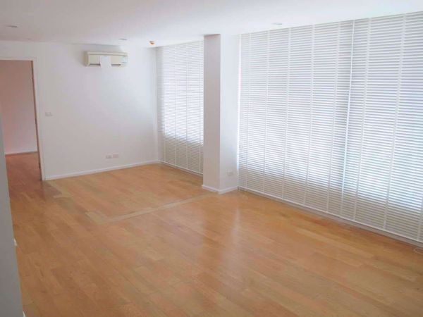 Picture of 1 bed Condo in Focus on Saladaeng Bang Rak District C014040