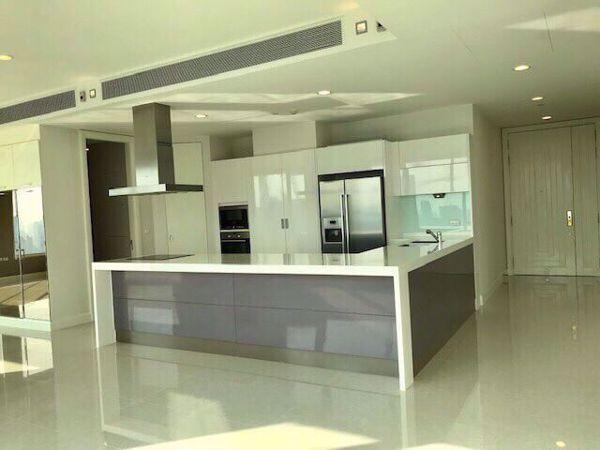 รูปภาพ 4 ห้องนอน Condo ในโครงการ Q Langsuan Lumphini Sub District C014072