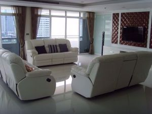 Picture of 3 bed Condo in Baan Prompong Khlong Tan Nuea Sub District C014162
