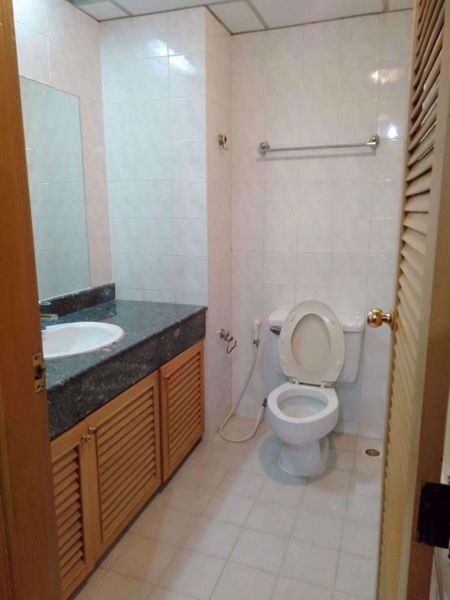 Picture of 2 bed Condo in Rin House Khlong Tan Nuea Sub District C014514