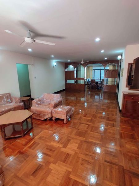 Picture of 3 bed Condo in Rishi Court Khlong Toei Nuea Sub District C014537