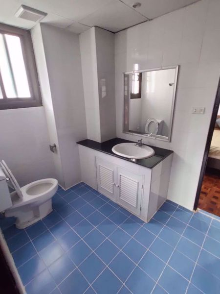 Picture of 3 bed Condo in Rishi Court Khlong Toei Nuea Sub District C014538