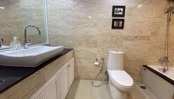 Picture of 3 bed Condo in Fifty Fifth Tower Khlong Tan Nuea Sub District C014547