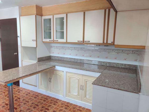 รูปภาพ 3 ห้องนอน Condo ในโครงการ Rishi Court Khlong Toei Nuea Sub District C014552
