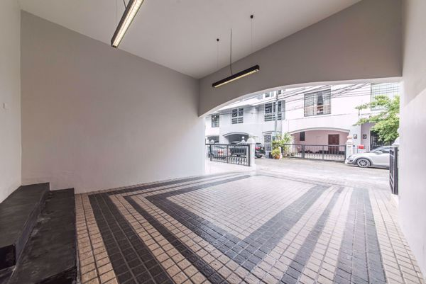 Picture of 6 bed House  Khlong Tan Nuea Sub District H014608