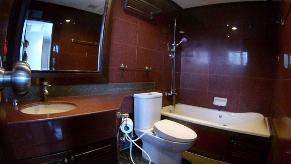 Picture of 3 bed Condo in Richmond Palace Khlong Tan Nuea Sub District C016260